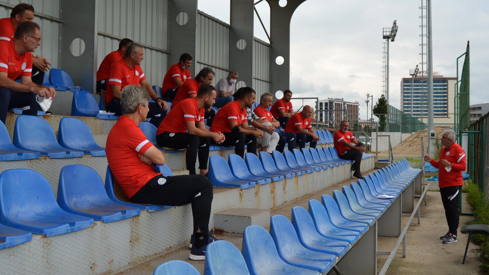 Rizespor Akademi'de Haftalık Teknik Ekip Toplantısı Yapıldı